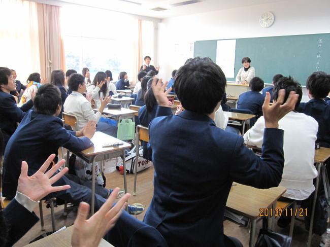 手話体験教室の様子(東邦高校にて)